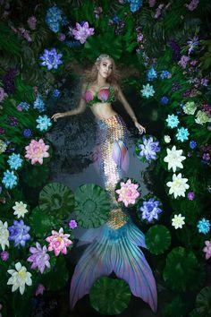 Maria Mirage Photography - Fine-art photographer inspired by fairy tales and pre-raphaelite art Mermaid Photo Shoot, Mermaid Pose, Mermaid Board, Siren Mermaid, Mermaid Pictures, Fantasy Mermaids, Mermaids And Mermen, Mermaid Cosplay, Silicone Mermaid Tails