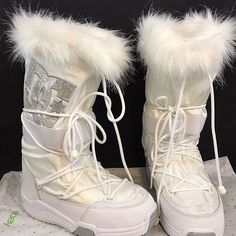 Dr Shoes, Cute Shoes, Me Too Shoes, Cozy Fashion, Winter Fashion, Snow Boots, Winter Boots, Rihanna, Beyonce