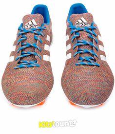 阿迪达斯发布世界首款针织面料足球鞋 © kitstown.com 球衫堂