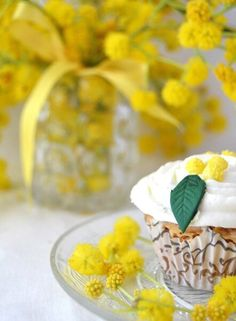 Красиво Yellow Wedding Colors, Yellow Flowers, Persian Silk Tree, Le Mimosa, Yellow Birthday, Flower Meanings, Mellow Yellow, Floral Crown, Jamie Oliver