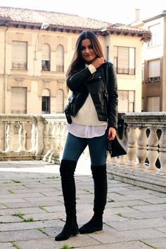 autumn outfit: knee boots, jeans, cozy sweater