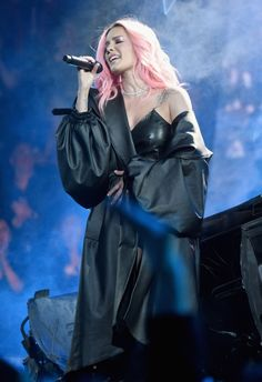 Halsey performs on stage at the 2019 iHeartRadio Music Awards which. Stage Outfits, New Outfits, Halsey Singer, New Americana, Sky Ferreira, Lilac Sky, London Girls, Women In Music, Famous Stars