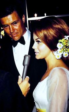 Ann Margret Hollywood Couples, Old Hollywood Stars, Ann Margret Photos, Fiery Redhead, Most Beautiful Women, Beautiful People, Too Faced Makeup, Gorgeous Makeup, Timeless Beauty