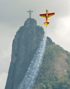 Stunt plane flying by Christ the Redeemer in Rio de Janeiro, Brazil Des Photos Saisissantes, Epic Photos, Amazing Photos, Funny Photos, Surreal Photos, Share Photos, Funny Images, Time Pictures, Cool Pictures