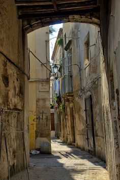 Siracusa, Sicily: Enchanting Alleys To Get Lost Down Around The World Roads And Streets, City Streets, Wonderful Places, Beautiful Places, Stone Pavement, Stone Road, Holiday Places, Wander, Paths