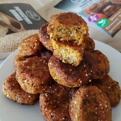 Sütőtökös-quinoa fasírt Quinoa, Cookies, Ethnic Recipes, Desserts, Food, Crack Crackers, Tailgate Desserts, Deserts, Biscuits