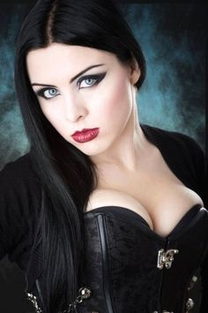 Solid Advice About Gothic Jewelry. Gothic Jewelry has always been an important part of cultural expression. Gothic Girls, Hot Goth Girls, Gothic Art, Hot Girls, Goth Beauty, Dark Beauty, Panzer Tattoo, Beautiful Eyes, Beautiful Women