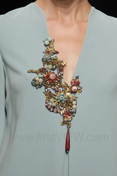 Embroidery Ideas Embellishments Fashion Details 36 New Ideas Couture Embroidery, Embroidery Fashion, Embroidery Dress, Beaded Embroidery, Hand Embroidery, Embroidery Designs, Embroidery Jewelry, Embroidery Patches, Blog Couture
