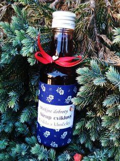 Cviklový sirup s klinčekmi Christmas Ornaments, Holiday Decor, Food, Syrup, Christmas Jewelry, Essen, Meals, Christmas Decorations, Yemek