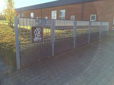 Fence with special gratings