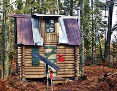 http://cabinporn.com/post/131025216134/off-grid-cabin-in-the-upper-peninsula-of-michigan