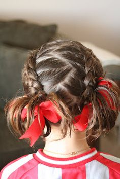 I need to try this, but I don't know how to french braid. I guess I need to practice. This site is great for kids hair