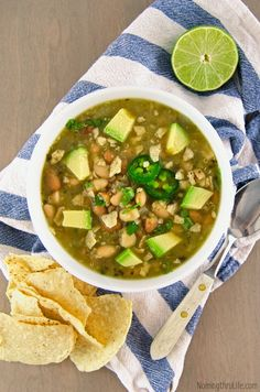 Quinoa Chili Verde - Hearty and healthy green chili that's super easy to make and full of flavor. (Vegan & GF) | RECIPE at http://NomingthruLife.com