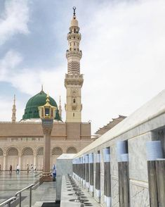 The water taps outside Masjid al Nabawi with wonderful view of the 😇 Al Masjid An Nabawi, Masjid Al Haram, Mecca Islam, Medina Mosque, Green Dome, History Of Islam, Mekkah, Beautiful Mosques, Beautiful Places