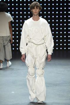 The selected designers to show their Spring/Summer 2017 collections were Per Götesson, Feng Chen Wang and Charles Jeffrey. Male Fashion Trends, Fashion Week, Fashion Brands, Fashion Show, Fashion Design, Unique Fashion, New Fashion, Runway Fashion, Trendy Fashion