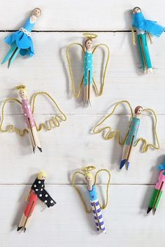DIY - Wäscheklammer Figuren basteln: Wäscheklammer Engel mit Drahtflügel oder Wäscheklammer Puppen mit Stoffresten - Hier findet man eine Wäscheklammer Upcycling Idee mit den alten Rundkopf Wäscheklammern, die man gut mit Kindern basteln kann.