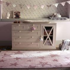 Alfombra Lorena Canals Estrellas vintage rosa +cojin by Baby Station. Decoración para bebés. Accesorios para niños. Decohunter. Encuentra dónde comprar este diseño y Producto en Colombia