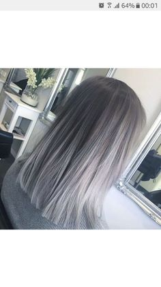 The ombre hair trend has been seducing for some seasons now. More discreet than tie and dye, less classic than sweeping, this new technique of hair. Grey Ombre Hair, Silver Grey Hair, Hair Dye Colors, Cool Hair Color, Silver Hair Highlights, Aesthetic Hair, Balayage Hair, Haircolor, Gorgeous Hair