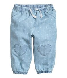 Pull-on jeans: Pull-on jeans in soft, washed, patterned denim with an elasticated drawstring waist, fake pockets at the front, heart-shaped appliqués on the knees and elasticated hems Baby Girl Leggings, Baby Girl Pants, Girls Pants, Baby Girl Dresses, Leggings Are Not Pants, Preppy Summer Outfits, Cute Outfits For Kids, Boy Outfits, Light Denim