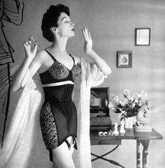 Model Dovima, fashion, underwear, corsets, 1950s