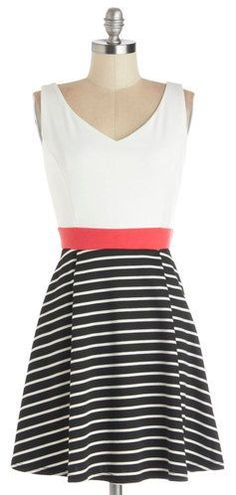 Stripes & a pop of coral? Yes, please!