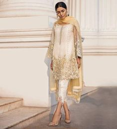 Farah and Fatima Simple Pakistani Dresses, Pakistani Outfits, Indian Dresses, Indian Outfits, Pakistani Party Wear, Pakistani Couture, Asian Bridesmaid Dresses, Pakistan Fashion, Desi Clothes