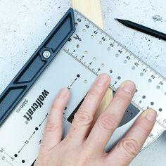 Cunoașteți acest echer universal? Include scală de măsurat a unghiului, ac de trasaj paralel,şablon pentru marcare şi leră de găurire pentru balamale ascunse. Verificați toate funcțiile sale🤓🤓 👉Articol nr 5205000👈   #atelier #casa #scule #renovare #DIY  #homedecor #wolfcraft_romania Tools, Instruments