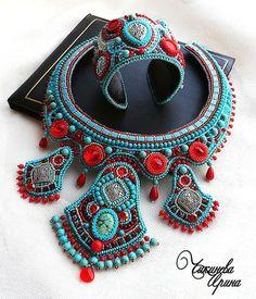 Колье `Ясмин`. Колье выполнено в технике 'вышивка бисером'.  Я очень люблю восточную тематику, для меня она олицетворяет праздник, тепло, яркие краски, пряные ароматы, красивых женщин.  В колье использован кабошон натуральной бирюзы,…