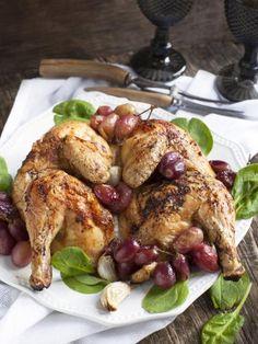 faisan, poivre, échalote, vin rouge, oignon, huile d'olive, beurre, raisins secs, cerneau de noix, sel, lardons, raisin