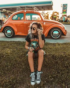 It draws in both stars and social media influencers, 2 groups of individuals known for their excellent fashion senses, that makes Coachella the ideal place where style trends can brew.