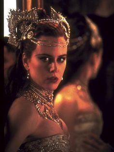 Nicole Kidman portrays the role of ''Satine'' in the film ''Moulin Rouge!'' a Australian-American jukebox musical romantic comedy film. Nicole Kidman Moulin Rouge, Satine Moulin Rouge, Moulin Rouge Movie, Glamour Hollywoodien, Robert Mapplethorpe, Annie Leibovitz, Richard Avedon, Winter Mode, Movie Costumes