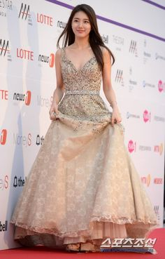 Latest KPop News for all KPop fans! Trendy Dresses, Simple Dresses, Nice Dresses, Event Dresses, Prom Dresses, White Summer Outfits, Miss A Suzy, Bae Suzy, Korean Actresses
