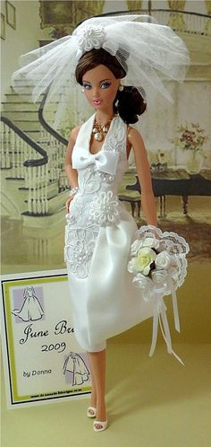 Barbie in wedding dress. Me, YUCK! I hate barbie, but if Aaliyah likes it, I guess I can tolerate it! Barbie Bridal, Barbie Wedding Dress, Wedding Doll, Barbie Dress, Barbie Clothes, Wedding Dresses, Barbie E Ken, Vintage Barbie Dolls, Bride Dolls