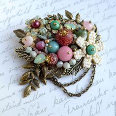 """Купить Брошь """"Майский цвет"""" из натуральных камней - брошь из камней, украшения из камней"""