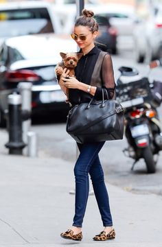Miranda Kerr Photos - Model Miranda Kerr took her pup with her when she left her hotel for a photo shoot in New York City, New York on November - Miranda Kerr and Dog in NYC Estilo Miranda Kerr, Miranda Kerr Street Style, Fashion Mode, Star Fashion, Womens Fashion, Fashion Trends, Fashion Inspiration, Boutique Fashion, Star Wars