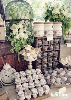 www.kamalion.com.mx - Mesa de Dulces / Candy Bar / Postres / Blanco / Crudo / Beige / white / Vintage / Rustic Decor / Macaroon / Flores / Decoración / Carreta / Boda / Wedding / Reloj / Clock
