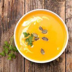 Zupa krem z dyni - smaczny przepis [WIDEO] Fresh Turmeric, Turmeric Root, Citrus Juice, Carrot Soup, Vegan Soups, Squash Soup, Spices, Garlic Minced