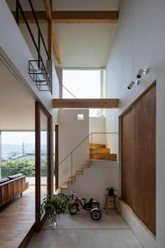 House in Ikoma has a void that stretches to its pitched roof - Architecture Interior Stairs, Home Interior Design, Interior And Exterior, Compact House, Roof Architecture, Japanese Interior, Japanese House, Home And Deco, House Rooms