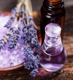 Une lessive faite maison à la lavande : Huiles essentielles : des recettes pour entretenir votre logement au naturel - Linternaute