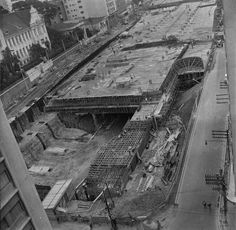Construção da Praça Roosevelt em 1970. https://www.facebook.com/SpInFoco/photos/a.375711745843613.87814.372538142827640/1364588743622570/?type=3&theater
