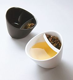 Mess-free, easy-to-use tea brewer and drinking cup in one. Triangle-shaped bottom allows you to switch from brewing mode to drinking mode to achieve the perfect brew.