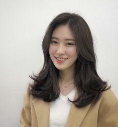 Korean Long Hair, Korean Hair Color, Asian Short Hair, Asian Hair, Hair Color For Black Hair, Korean Haircut Medium, Medium Hair Cuts, Medium Hair Styles, Curly Hair Styles