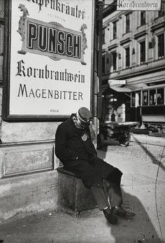 Emil Mayer, Müder Dienstmann am Radetzkyplatz, Wien, 1905-14