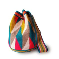 Marvelous Crochet A Shell Stitch Purse Bag Ideas. Wonderful Crochet A Shell Stitch Purse Bag Ideas. Free Crochet Bag, Crochet Shell Stitch, Knit Crochet, Crochet Bags, Easy Crochet Projects, Crochet Crafts, Tapestry Crochet Patterns, Ethnic Bag, Tapestry Bag