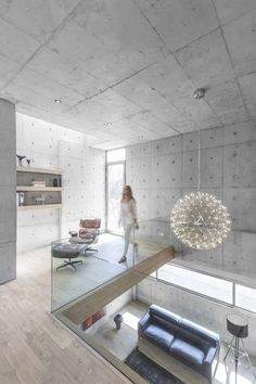 Iranian architect Shervin Hosseini of Bracket Design Studio has recently completed the concrete-cast villa 131 in Urban Isfahan, Iran. The city itself is historically known as a garden city, a… Design Loft, Design Studio, House Design, Casa Bunker, Interior Architecture, Interior Design, Design Interiors, Futuristic Architecture, Concrete Interiors