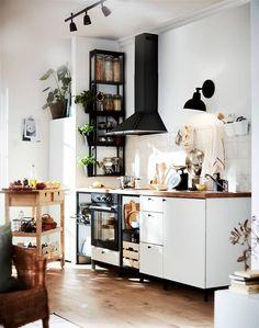 White Ikea Kitchen, Kitchen Decor, Kitchen Design, Kitchen Ideas, Kitchen Trends, Decorating Kitchen, Cuisines Design, Home Kitchens, Sweet Home