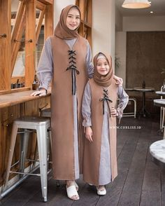 Muslim dewasa Modern Hijab Fashion, Muslim Women Fashion, Abaya Fashion, Modest Fashion, Fashion Outfits, Little Girl Dresses, Girls Dresses, Moslem Fashion, Dress Anak