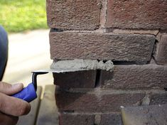 How to Patch Mortar on Brick Walls - For Dummies