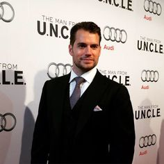 Henry Cavill on the red carpet in Toronto for @themanfromuncle. More at…