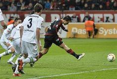 """El Chicharito"" anota tres goles en triunfo del Bayer Leverkuse"